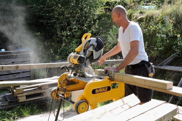 La coupe du bois en nos ateliers.