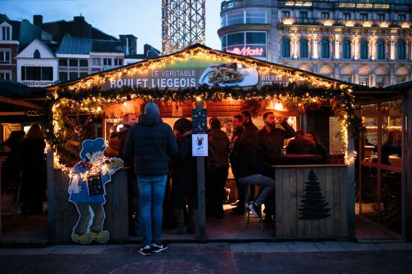 """Chalet """"double"""" typique des marchés de Noël."""