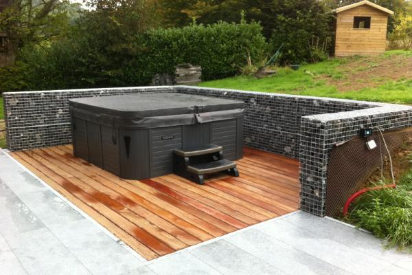Terrasse en bois pour jacuzzi à Romsée